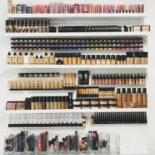 it ll have all of our needed makeup for any style and be separated by each and how she organizes it