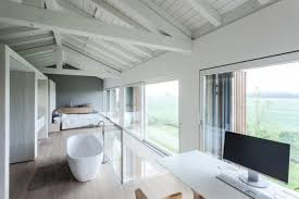 White House Bathtub Old Barn Turned Into A Minimalist White House Digsdigs