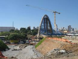 liebherr erects cable stayed bridge at eastern gateway to sao