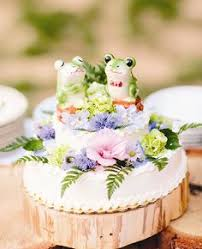 apparently animal wedding cake toppers are a thing
