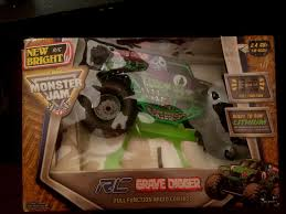 monster jam grave digger rc truck upc 050211110319 bright 1 10 rc radio control 9 6v monster jam