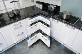 tous les ustensiles de cuisine le tiroir multi compartiment tout à portée de des
