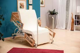 poltrone per invalidi bemax il letto motorizzato si trasforma in poltrona lift per
