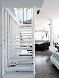 weiãÿe treppe architektenhäuser weiße treppe zum dachgeschoss bild 8