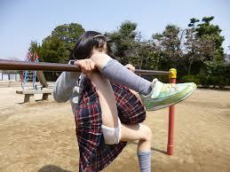 小学生 鉄棒 パンモロ|