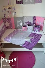 deco chambre gris et mauve couverture bébé naissance thème ange étoiles parme mauve violet