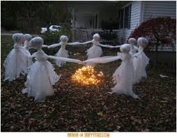 Outdoor Halloween Decorations On Pinterest by Easy To Make Scary Halloween Decorations Diy Outside Halloween