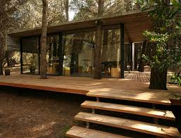 construct glass wall with wooden flat roof design ideas