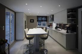 table cuisine haute table haute cuisine avec rangement maison design bahbe com bar de