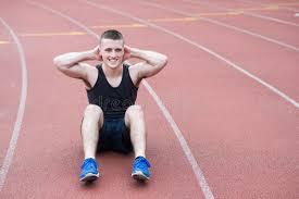 sedere di uomo atleta che fa sedere ups fotografia stock immagine di uomo 75195610