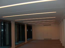faux plafond salon plaque de plâtre complexe de doublage rainurée pour faux