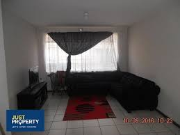 spacious 1 bedroom ground floor apartment to let in vereeniging