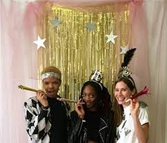 Diy Decorations For New Years Eve by New Year U0027s Eve Diy Decorations How To Make A Photo Booth Today Com