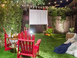 How To Make A Backyard Movie Screen by Outside In Reach Budget Friendly Outdoor Decorating Ideas And