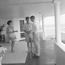 1953 jackie and jfk barefoot and newly engaged jackie kennedy