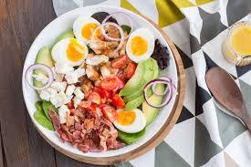 poulet cuisine salade cobb au poulet cuisine addict de cuisine et coloré