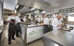 cuisine restaurant découvrir la vie en cuisine d un restaurant triplement étoilé