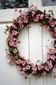 whimsical spring forsythia wreath jenna burger 50 ιδέες για υπέροχα πασχαλινά και ανοιξιάτικα στεφάνια για την
