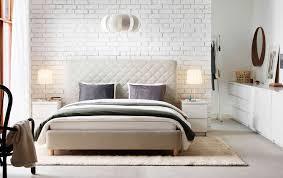 chambre blanche ikea grande chambre blanche avec grand lit tete lit capitonnée