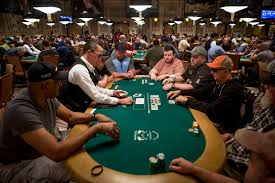 10 Person Poker Table Wsop Main Event Draws Massive Field U2013 Las Vegas Review Journal