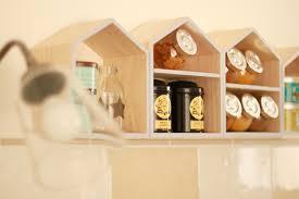etagere maison bloomingville une étagère à épices aux airs nordiques avec ses 10 ptits doigts