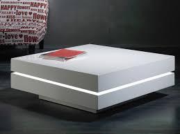 table basse carrée laqué blanc à led bose lestendances fr