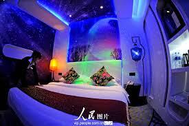 chambre a theme un hôtel s inspirant de la capsule aéronautique fait le buzz