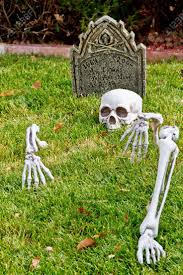 halloween yard decorations best 25 halloween skeleton decorations ideas on pinterest