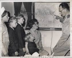 Boston On Map by 1962 Press Photo Capt Richard Colbert Shows Wife And Kids Uss