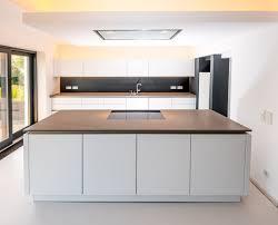 küche einbauen arbeitsplatten aus stein für die küche kuche design arbeitsplatte