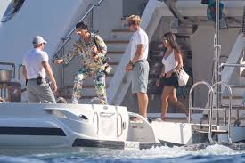 kris jenner covers up u0026 hides weight gain in italy u0027s temps