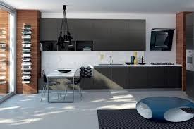 hotte cuisine verticale hotte décorative design comme un point focal dans la cuisine