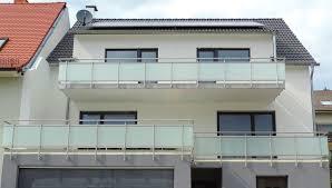 balkon edelstahlgel nder glasgelaender de ganzglasgeländer glasklemmhalter