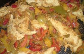 cuisiner des filets de poulet filet de poulet en piperade recette dukan pl par pepet38 recettes