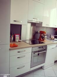 les cuisines mobalpa une cuisine mobalpa avec façades blanc laqué et plan de travail en