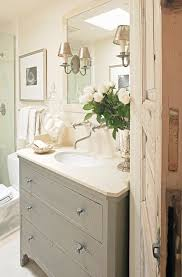 White Cottage Bathroom Vanity by Best 25 Small Cottage Bathrooms Ideas On Pinterest Small