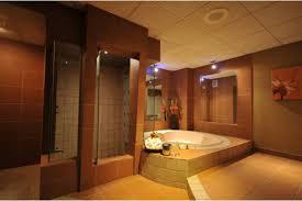 hotel avec bain a remous dans la chambre motel et suites hôtels repentigny hébergement