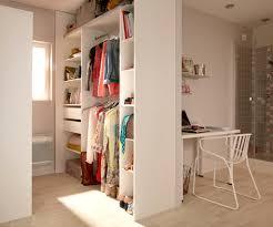 id dressing chambre 15 id es de rangements pratiques et astucieuses travaux com avec