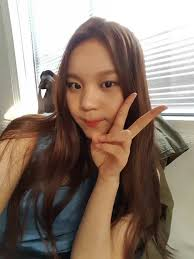 hair style for a nine ye netizens debate what hairstyle looks best on g friend s umji