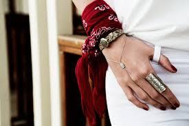 bandana wristband how to wear a bandana the wristband women s fashion