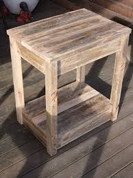Wood Plans For Small Tables by Best 25 Pallet Side Table Ideas On Pinterest Diy Living Room