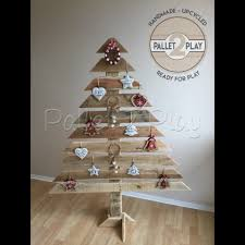pallet christmas tree upcycled pallet christmas tree pallet 2 play