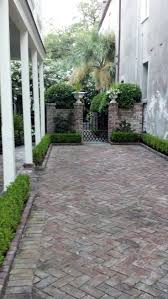 Courtyard Garden Ideas Best 25 Brick Courtyard Ideas Only On Pinterest Brick Path