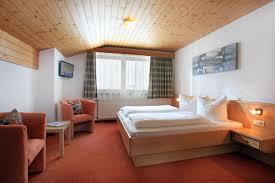 Schlafzimmer Und Bad In Einem Raum Club Hotel Edelweiss Itter