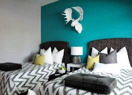 chambre peinte en bleu bleu turquoise et gris en 30 idées de peinture et décoration
