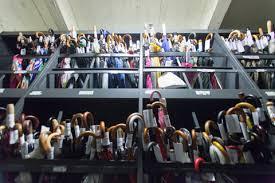 bureau des objets trouv au service des objets trouvés l étourdi est roi fr