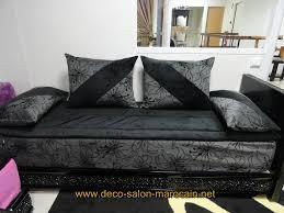canape arabe salon marocain velours noir avec lhaf déco salon marocain