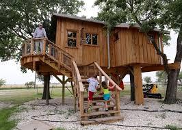 couple u0027s u0027texas sized u0027 treehouse near mart opens new television