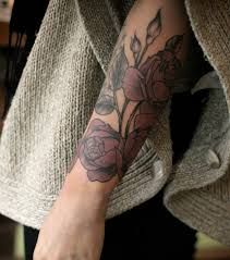 tatouage bracelet avant bras tatouage femme 50 idées de modèle tatouage pour les parties du corps