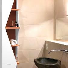 regal badezimmer ein dreier becky eck design regal in einem modernen badezimmer